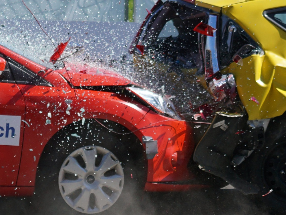 Car accident involving a red and a yellow cars. Driving under the influence lawyer, accident lawyer portland